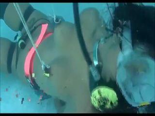 Unterwasser-Masturbation von Tauchermädchen Minnie Manga